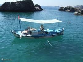 Dagje met de boot varen en dan komt de pannekoekenboot langs. Verse pannekoek eten.