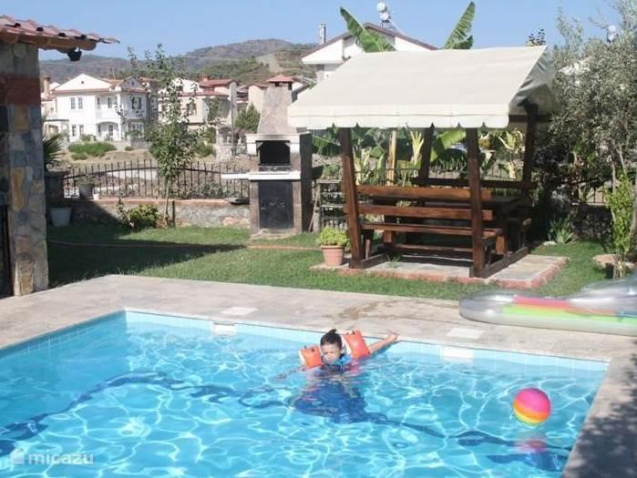 zwembed bij de villa, ideaal voor kinderen.