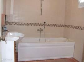 Badkamer met ligbed (nr. 3)