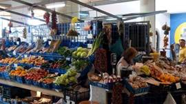 De groenmarkt, met lokale zongerijpte tomaten. Het smaakt allemaal geweldig.