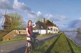 De molen Houdt Braef Stand, De Droomengel (L) en De Nieuwe Engel, pal aan de mooie meanderende IJssel. U kunt heerlijk over de lange slingerende dijk fietsen en langs de oever wandelen.