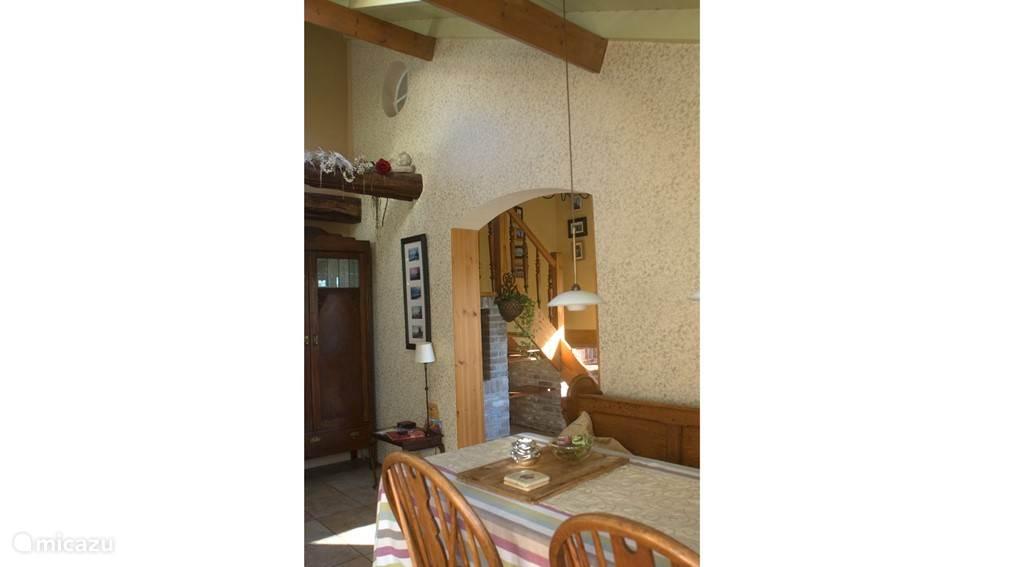 Interieur vanuit de keuken.