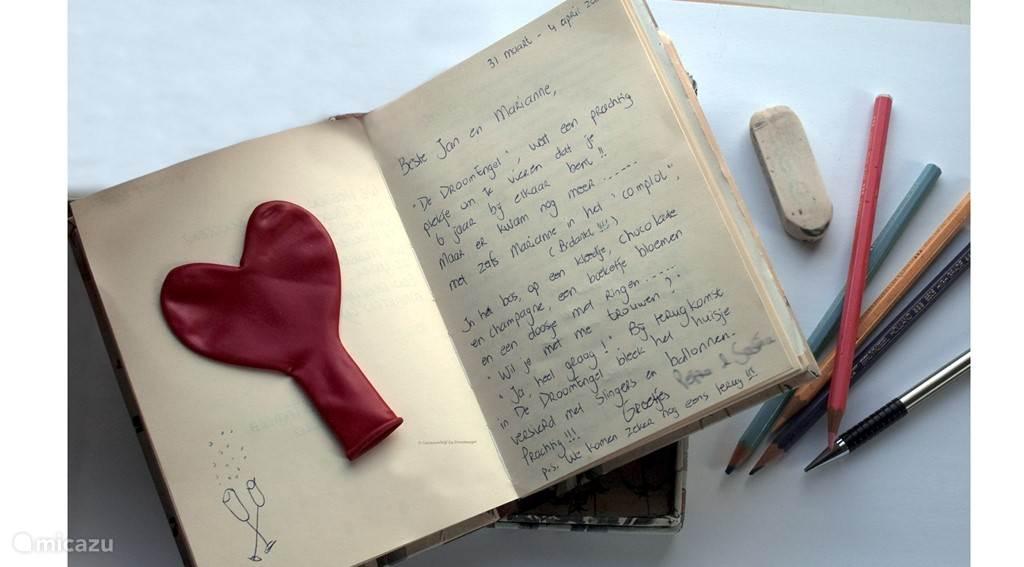 Het gastenboek staat vol lieve reacties en mooie herinneringen van onze gasten. Geliefden worden te huwelijk gevraagd, zoals u leest!