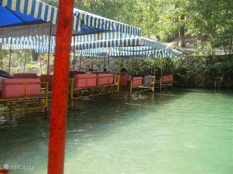 Zoek verkoeling in de Dimcay (rivier)