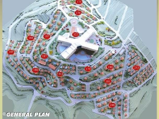 General plan ( woning op 183  net onder de linker beneden vleugel van het hotel )