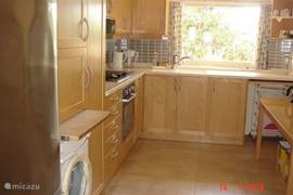 Fully equipped kitchen. Large fridge / freezer, washing machine, microwave and oven.