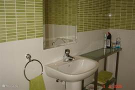 Green bathroom. Fresh appearance. Plenty of towels inthe house.
