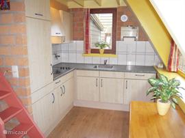 Moderne keuken van alle gemakken/ apparatuur voorzien.