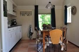 Keuken met afwasmachine deze zijn met voorkeur te boeken extra kosten € 20,- . Niet alle woningen hebben een afwasmachine.