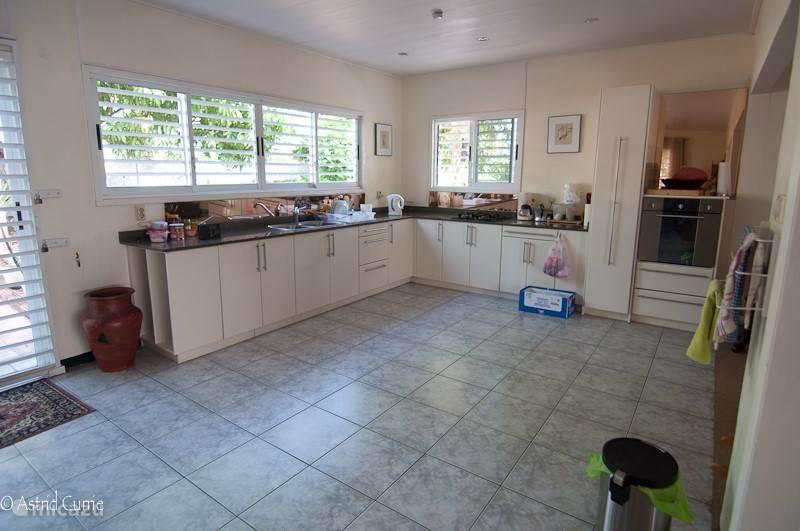 De keuken is van alle gemakken voorzien. Zoals u ziet een ruime keuken waar alles aanwezig is.