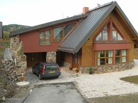Luxury villa located in national park.Prachtig views dal.Eigen wellness (sauna, whirepool relaxruimte.Huis and equipped, very well equipped keuken.Grote bedroom with beds and adjoining large bathroom on ground floor.
