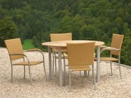 ontbijt/lunch of diner op terras