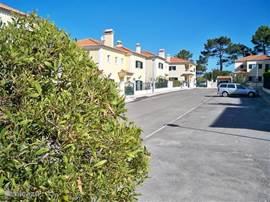 De villa bevindt zich in een rustige authentieke Portugese woonwijk.
