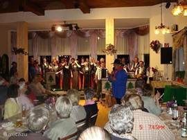 A folklore evening takes place regularly at the Hotel Muller at 100 meters distance.