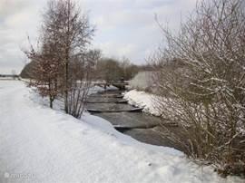 regge met vistrap in de sneeuw