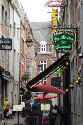 About 1 hour drive from the big cozy city of Namur, ample parking, shops and restaurants
