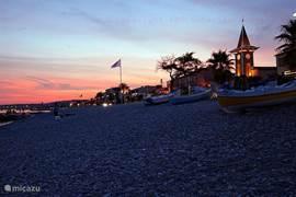 Romantic night at sea, within walking distance, 5 mint uten