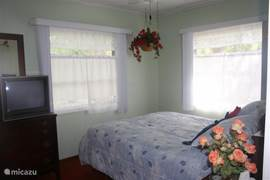 slaapkamer met een queensize bed