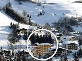 New luxury apartment (70 mtr2) located 300 meters from ski lift, balcony on sunny side overlooking the slopes. Spacious kitchen with all facilities. Plasma-tv/dvd and internet connection. Suitable for 5 persons (evtl 6) Salzburger country.