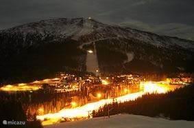 Skieen bij nachtlicht
