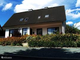 Do you want your family or friends to enjoy an oasis of peace and yet stay central, near the ski slopes, golf courses and hiking trails but also in the center of Winterberg? Then this luxury home stay for up to 12 people. what you need.