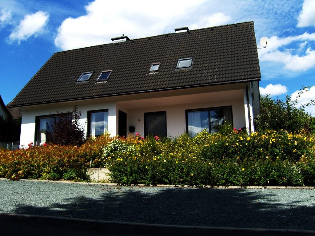Winterberg 12-pers. vrijst. vakantiehuis met 6 slaapkamers 3 badkamers, fitness-ruimte, sauna, tafeltennis en schitterend uitzicht op bergen en bossen