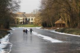 In de winter schaatspret.