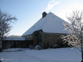 Boerderij van eigenaar in de winter.