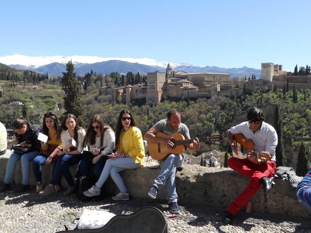 gitaarspel met uitzicht op het Alhambra