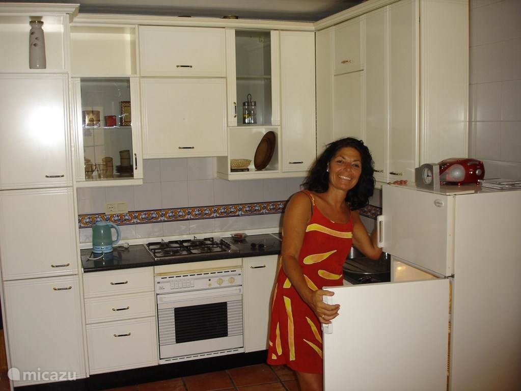 In keuken is alles aanwezig wat nodig is om lekker te kokkerellen. Dagverse produkten kunt u op loopafstand kopen.