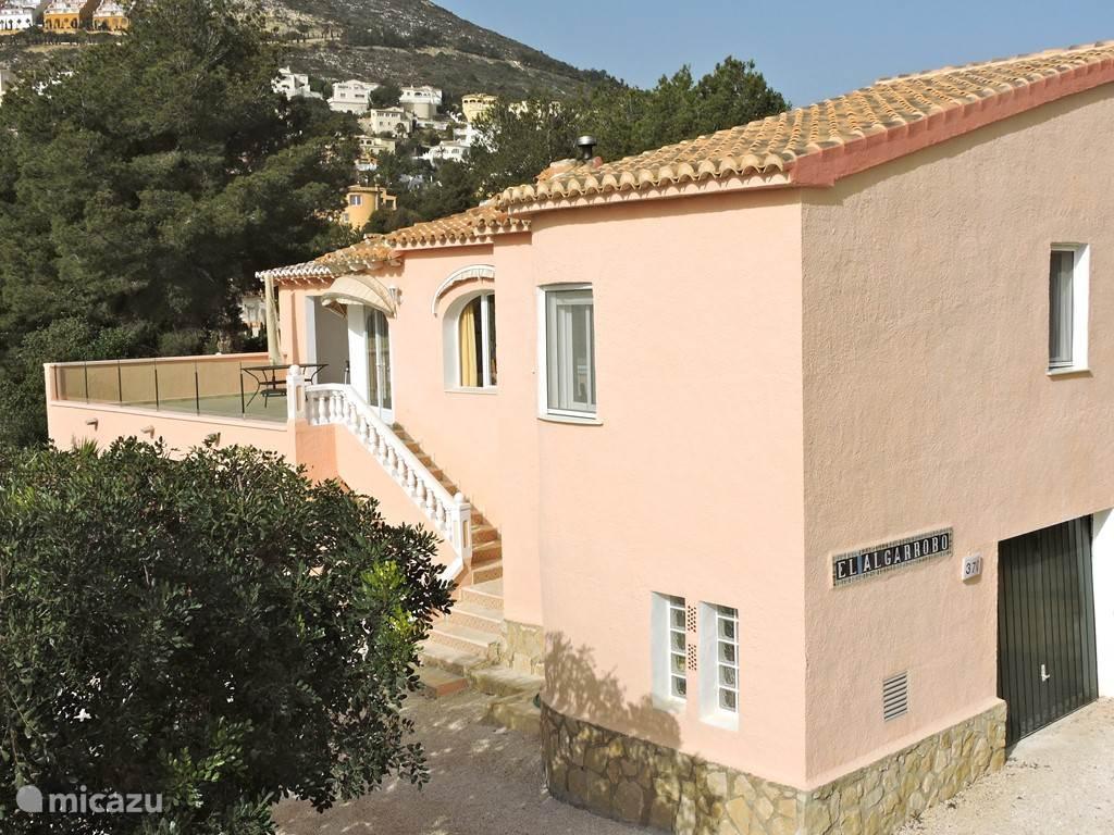Casa El Algarrobo met een terras met naja, 70 m2 op leef niveau.  Geniet van het mooie uitzicht en zitten uit de wind in de zon of onder de naja uit de zon.