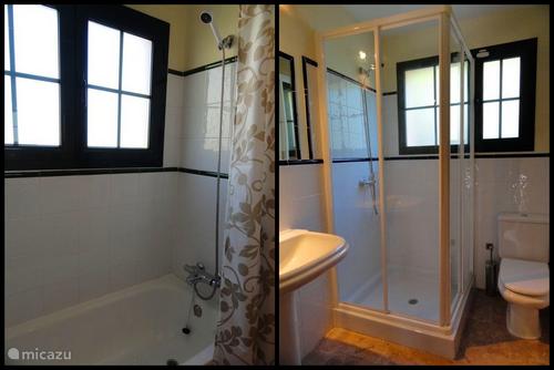Badkamer uitrusting met bad of douche
