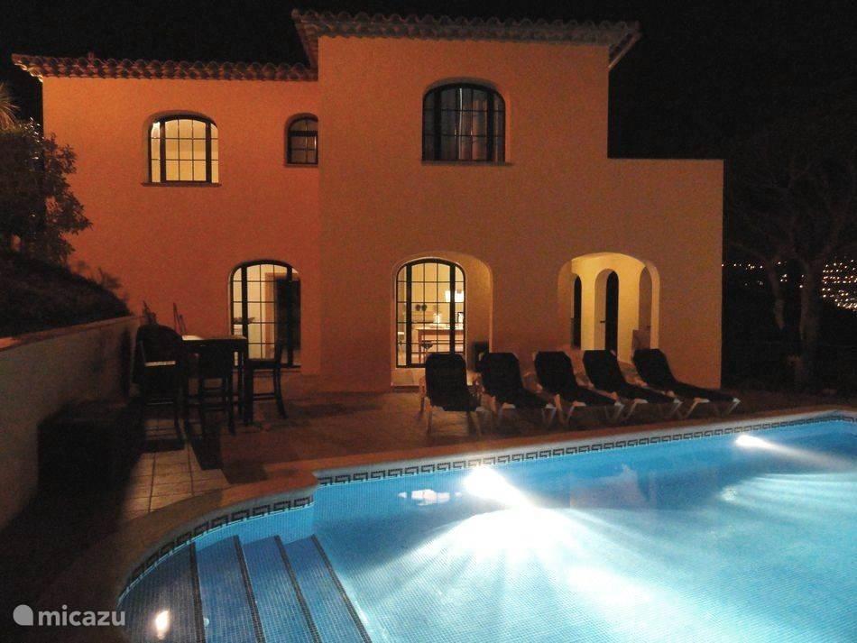 Villa uitgerust met zwembad en tuin verlichting