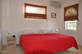 De 3e slaapkamer met 2 eenpersoons bedden.
