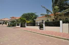 De villa is gesitueerd in een van de mooiste wijken van Aruba.