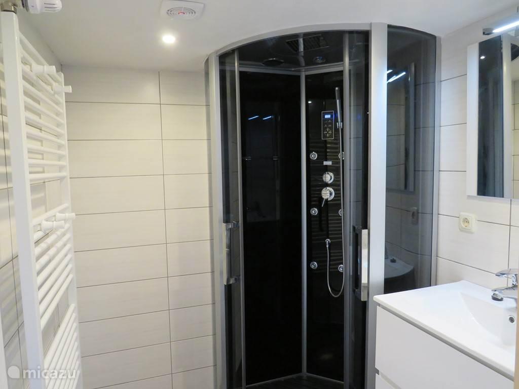 luxe douche met licht ventilator muziek en Regendouche en massage douche