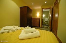 Slaapkamer met prive badkamer in #18