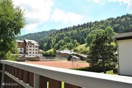 zomer: uitzicht vanaf balkon west