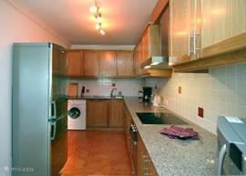 Open keuken die grenst aan de woonkamer.