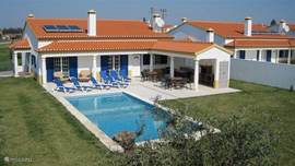 Achterzijde van de locatie met op de voorgrond villa IIIa.