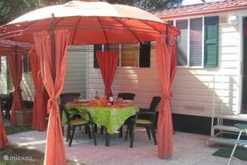 stacaravan luxe stacaravan camping assisi in assisi umbri itali huren. Black Bedroom Furniture Sets. Home Design Ideas