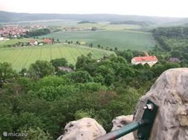 Uitzicht vanaf de Teufelsmauer. Onze achtertuin