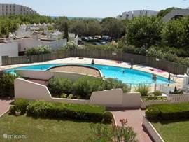 Ideaal voor korte Strand, Zeil en/of Golf vakantie  Mooi zand strand en winkels op 30 sec. loopafstand  Prachtig uitzicht op zee en privé zwembad.  Achter uitzicht op park. Gesloten garage inbegrepen in prijs.Goed bereikbaar via trein(TGV) of bus via Montpellier of met vliegtuig.