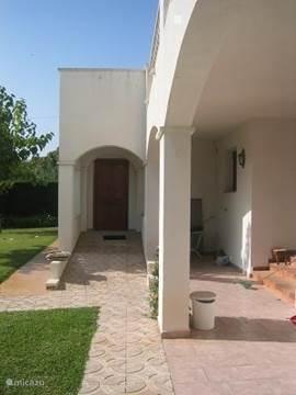 Het huis is met een speciale ingang en slaapkamers en badkamers op de begane grond ook geschikt voor rolstoelers.