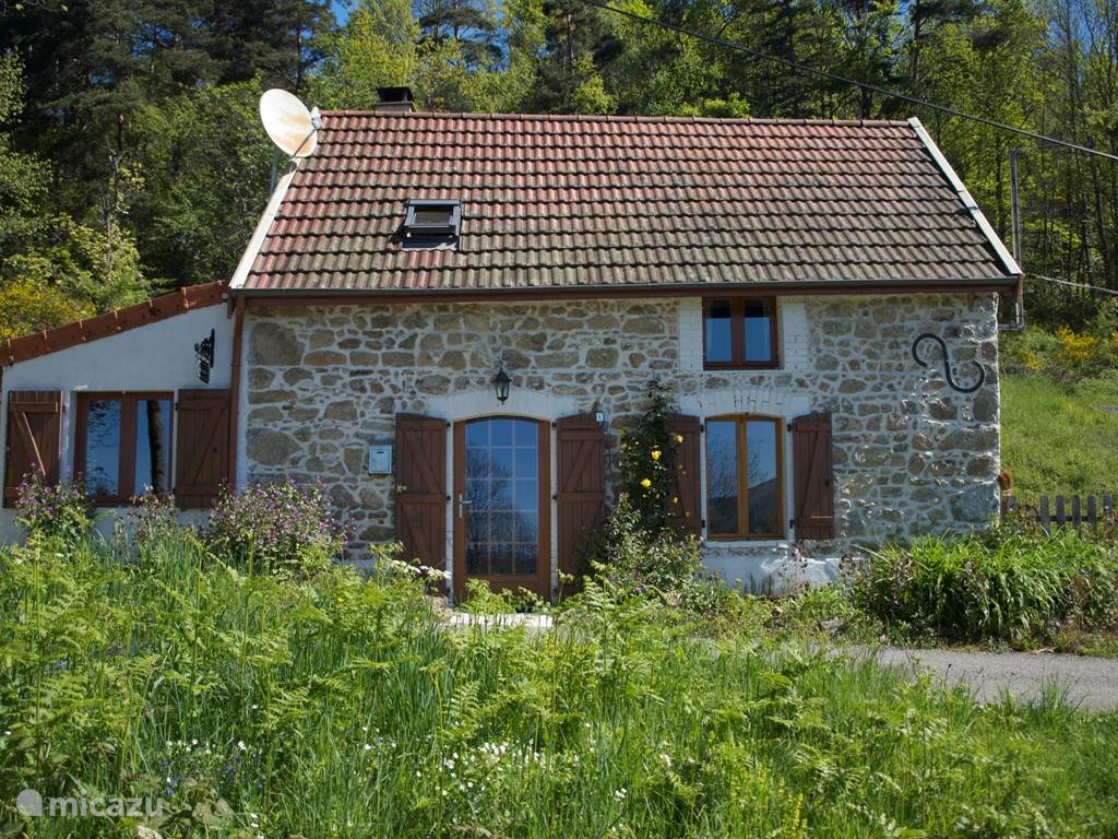 Vacation rental France, Auvergne –  gîte / cottage Le Boursillon