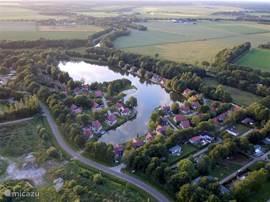 Het vakantiepark ligt in een landelijke omgeving, een perfecte uitgangspositie om Drenthe te ontdekken.