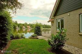 Bij veel huizen kunt u zo vanaf uw tuin, terras of steiger vissen.