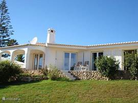 Vista do Mar is a beautiful detached villa in Portuguese architectural style. Located on the hillside in the Praia da Luz. You have a beautiful view of Black Rock and the bay of Luz. The garden is enclosed and privacy.