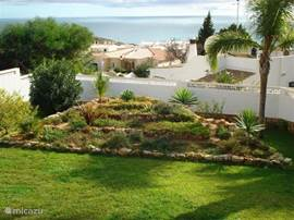 Tuin met uitzicht op zee