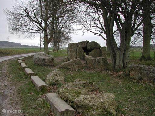 Neben Dolmen und Menhire in Wéris